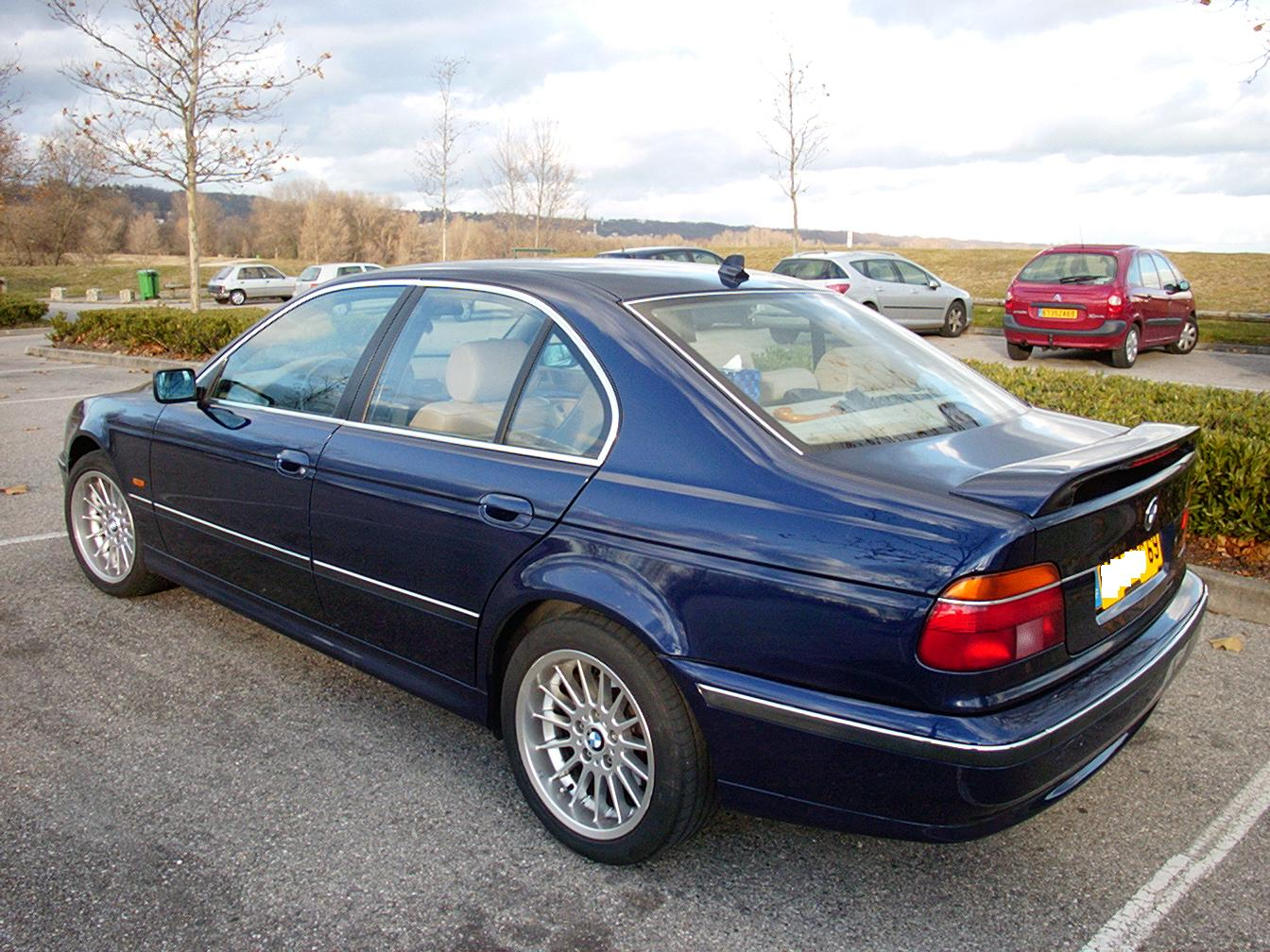 Download bmw 525i in many resolutions bellow